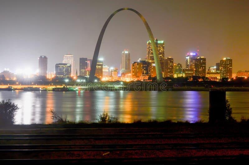 StLouis, Missouri - USA - 6. September 2015: Stadt von St.- Louisskylinen stockfotos