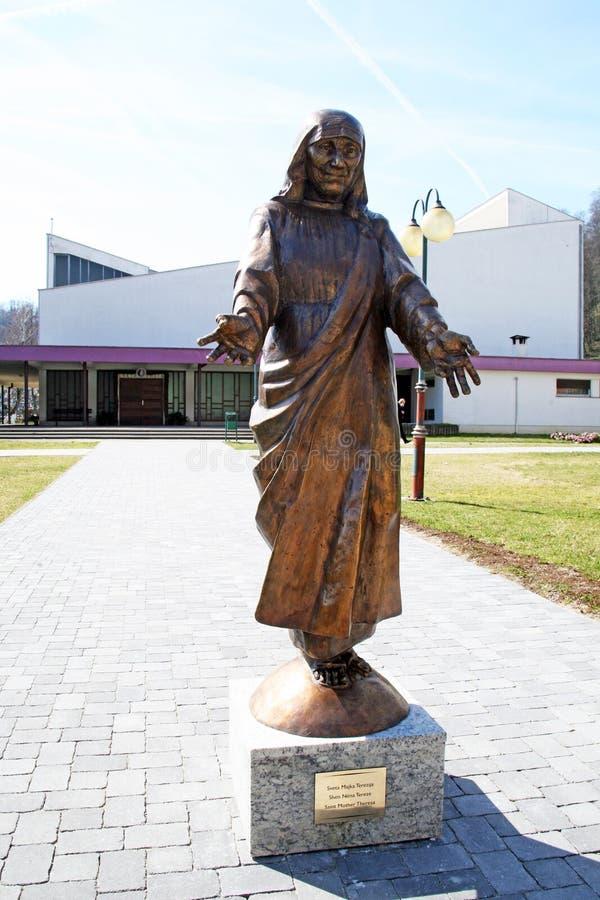 StMother特里萨纪念碑在卡尔洛瓦茨,克罗地亚,欧洲 库存图片
