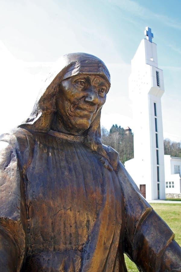 StMother特里萨纪念碑在卡尔洛瓦茨,克罗地亚,欧洲 免版税图库摄影