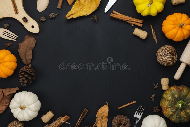 Stołowy odgórnego widoku powietrzny wizerunek dekoracja Halloween lub dziękczynienia Szczęśliwy dzień obraz royalty free