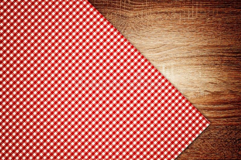 Stołowy płótno, kuchenna pielucha na drewnianym tle. zdjęcie royalty free