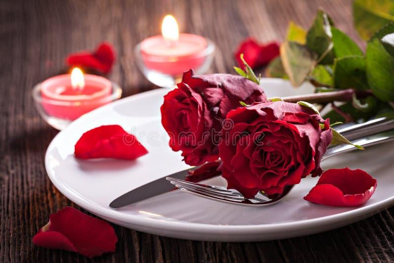 Stołowy położenie dla valentines dnia zdjęcia royalty free