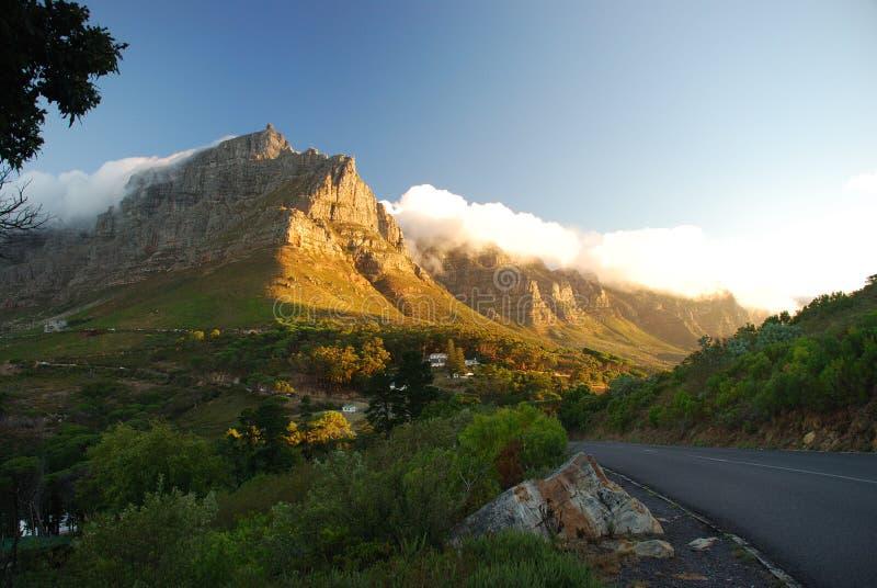 Stołowy widok górski od Sygnałowej wzgórze drogi. Kapsztad, Zachodni przylądek, Południowa Afryka obraz stock