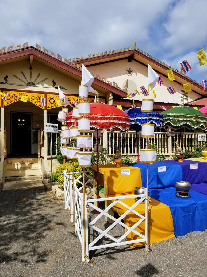 Stoły przy Watem Pah Samarkki Killeen fotografia stock