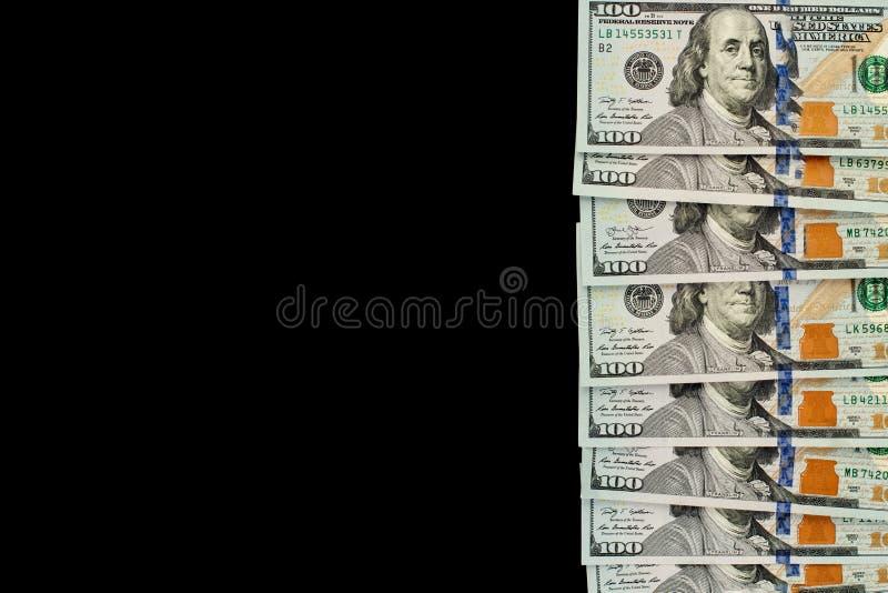 Sto dolarów amerykańskich rachunków pieniądze gotówki granic na czerni deski tle zdjęcie royalty free