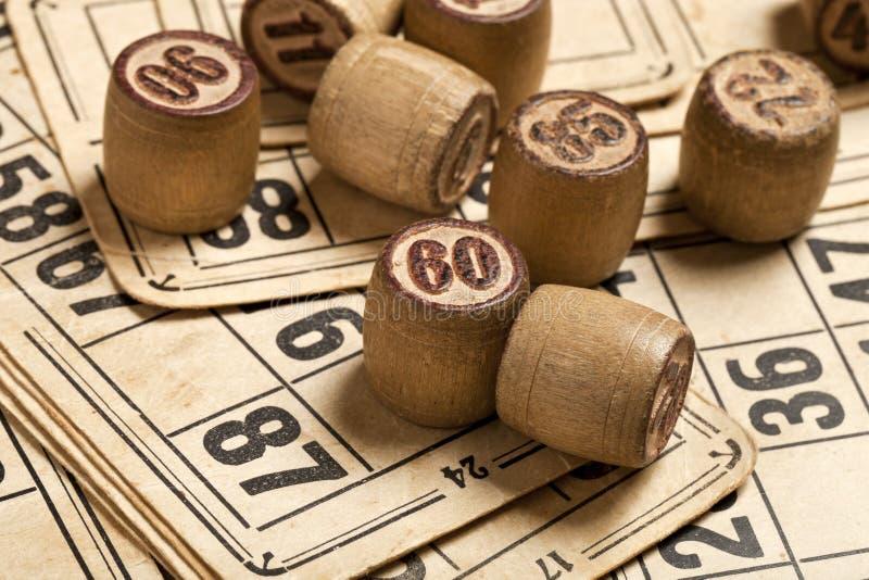 Sto?owej gry Bingo Drewniana loteryjka beczkuje z torb?, karty do gry dla loteryjki karcianej gry, czas wolny, sztuka, strategia, obraz stock