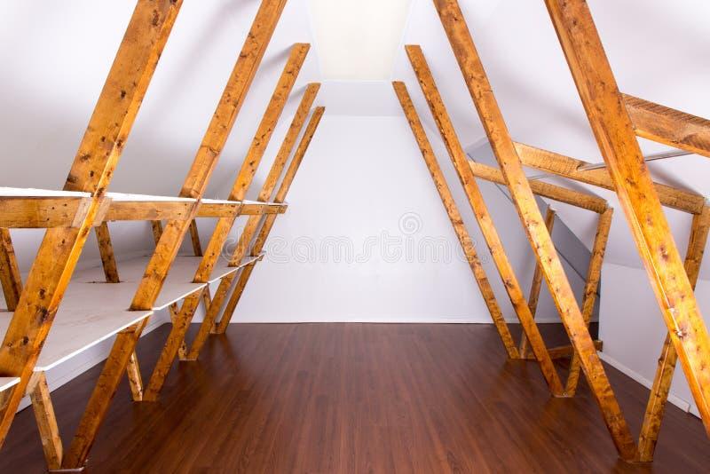 Stoccaggio vuoto della soffitta immagini stock