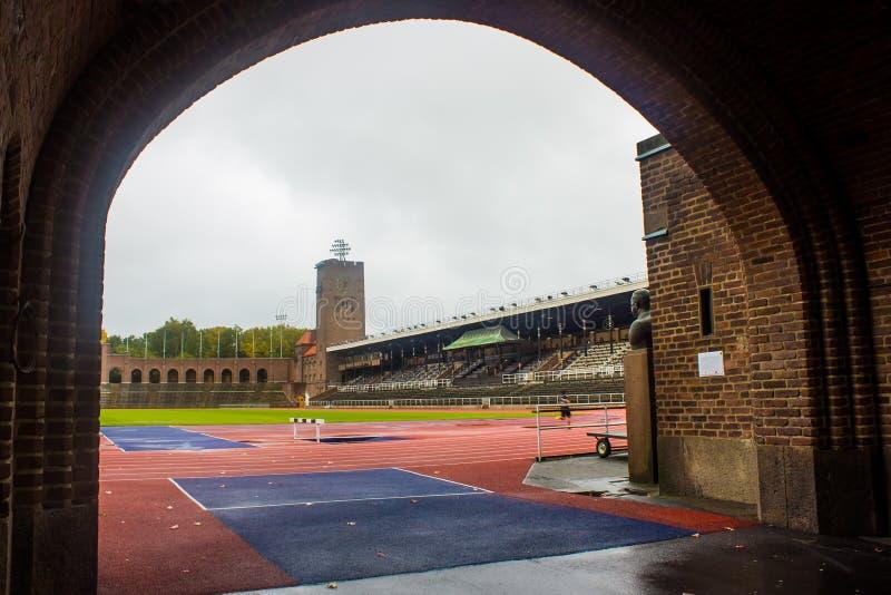 Stoccolma lo Stadio Olimpico: vista parziale dal portone maratona immagine stock libera da diritti