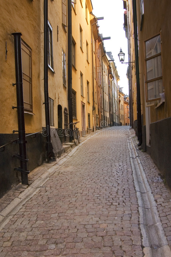 Stoccolma narrow. A view of a narrow street in old Stockholm royalty free stock photo