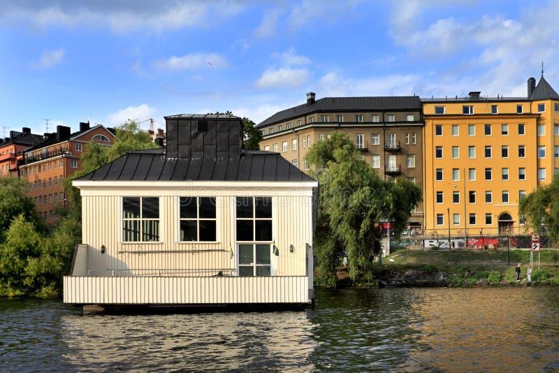 Stoccolma, Svezia - i quartieri residenziali moderni si sono sviluppati sul fotografia stock