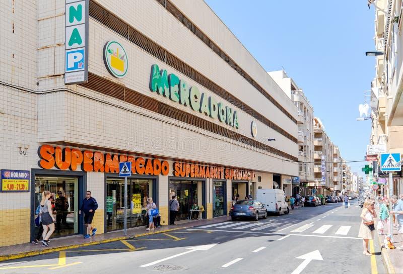 Stock de construction extérieur de supermarché de Mercadona, Torrevieja, Espagne images libres de droits