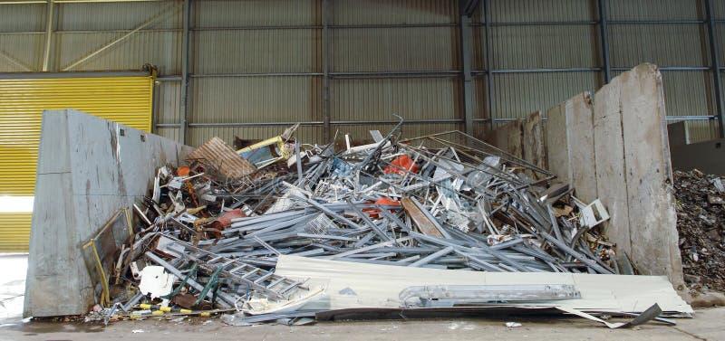 Stockage de rebut métallique pour la réutilisation images stock