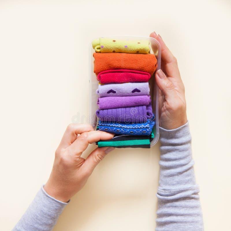 Stockage de vêtements Ordre dans le cabinet Chaussettes se pliantes Clas principal image libre de droits
