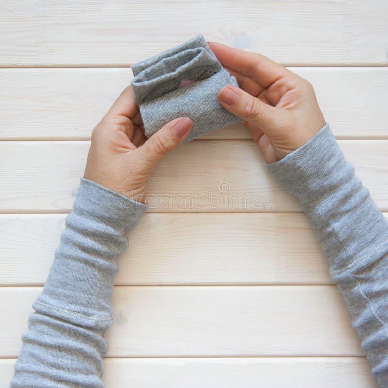 Stockage de vêtements Ordre dans le cabinet Chaussettes se pliantes Clas principal photo stock