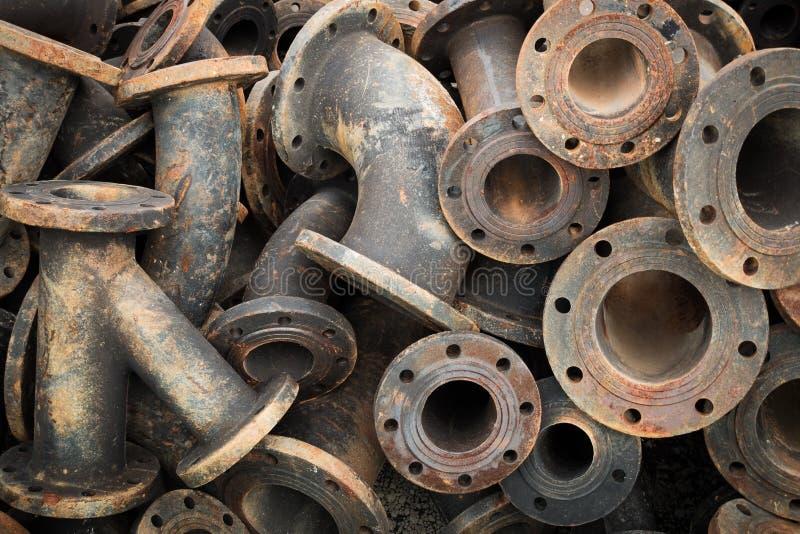 Stockage des garnitures de tuyau d'eaux d'égout, garnitures de tuyau de fonte, pièce de rechange photo libre de droits
