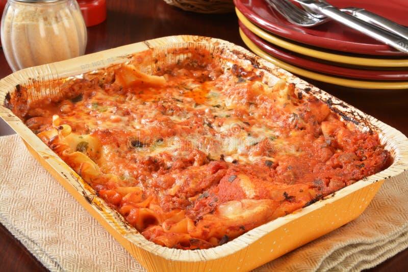 Stockez le lasagne acheté images stock