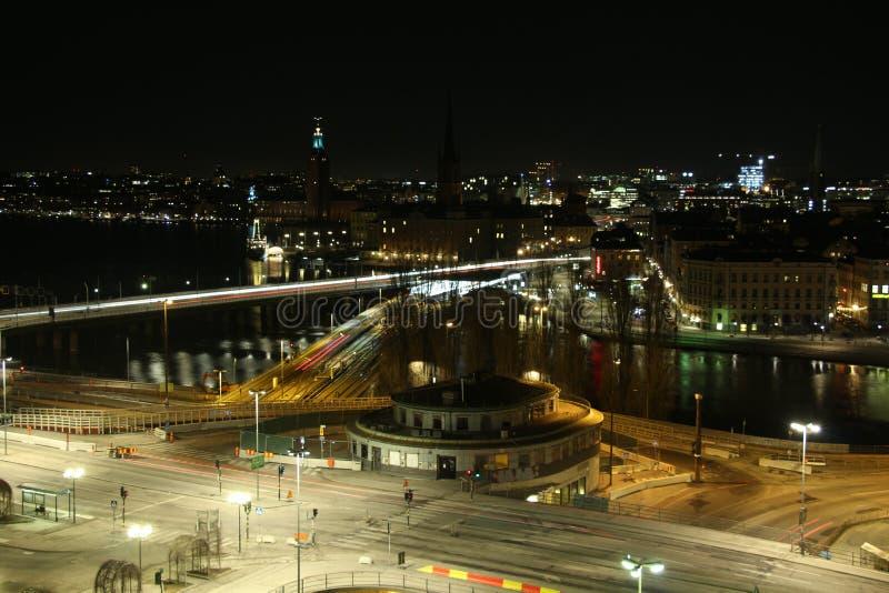 Stockholm bis zum Night lizenzfreie stockfotografie