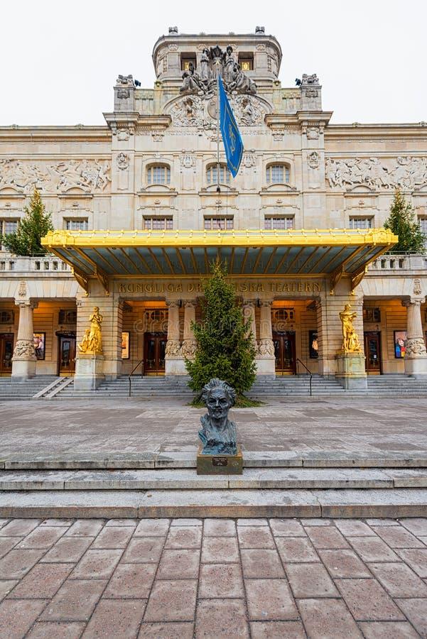 STOCKHOLM - 18 DEC: De ingang aan het Koninklijke theater Dramaten w royalty-vrije stock afbeeldingen