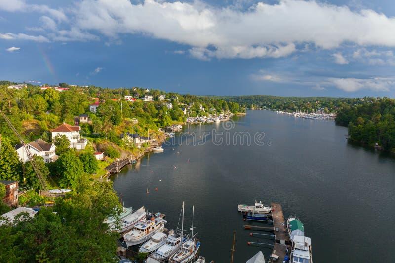 stockholm Den sceniska lagun i ett bostadsområde royaltyfria bilder