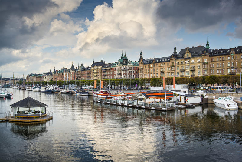 Stockholm-Fluss-Szene lizenzfreies stockfoto