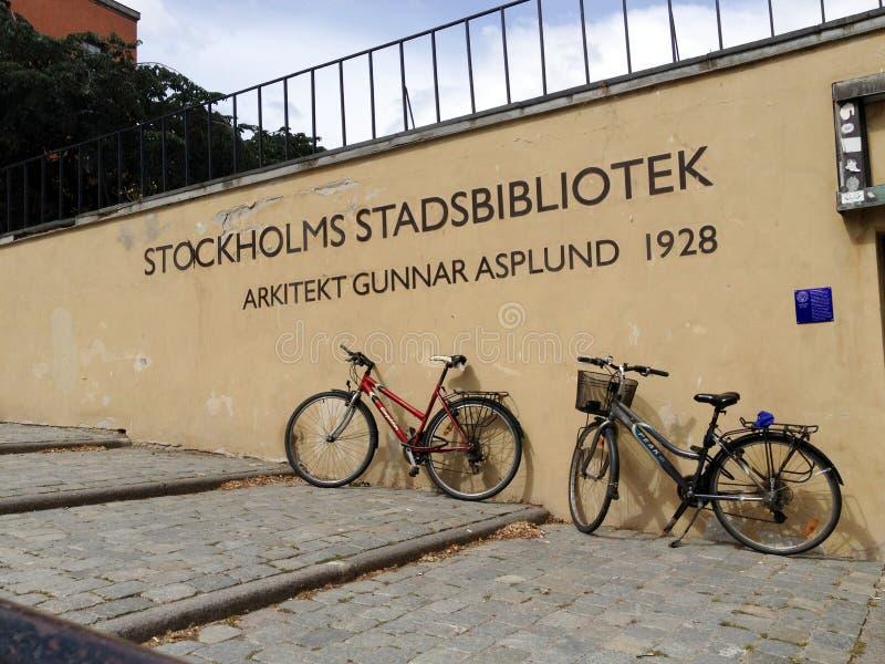 STOCKHOLM, LE 12 JUILLET 2014 : Entrée de la bibliothèque municipale ou du Stadsbiblioteket chez Observatorielunden avec le texte image libre de droits