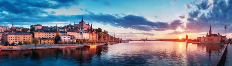 Stockholm på natten i sommar royaltyfri fotografi