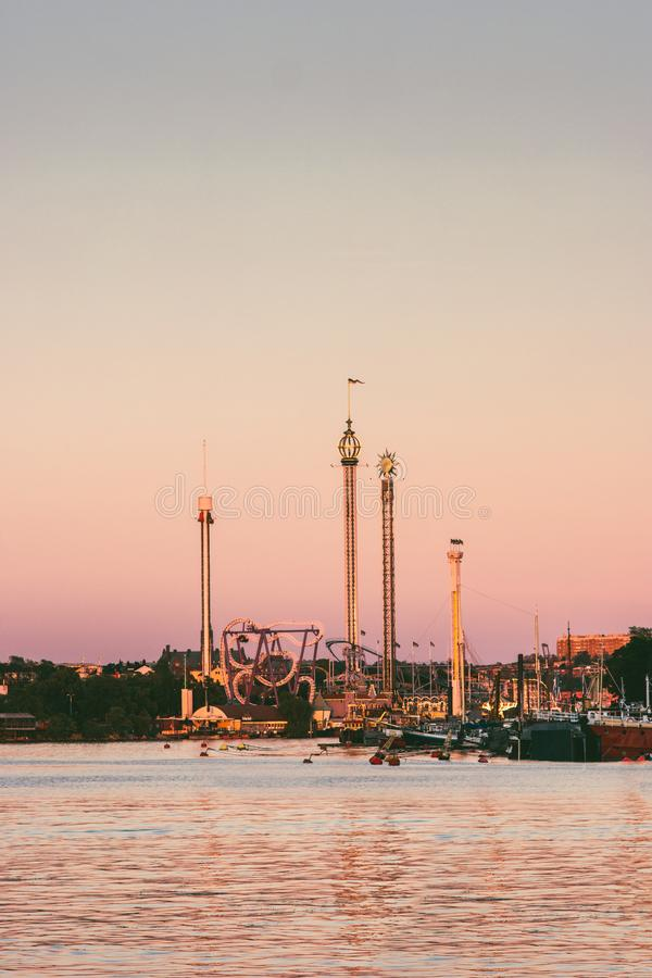 Stockholm-Sonnenuntergangansicht des Anziehungskraftparks Grona Lund lizenzfreies stockfoto