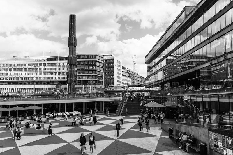 STOCKHOLM SVERIGE - CIRCA 2016 - Ergels Torg Stockholm Mas Tok är det huvudsakliga shoppingområdet i Stockholm royaltyfri fotografi