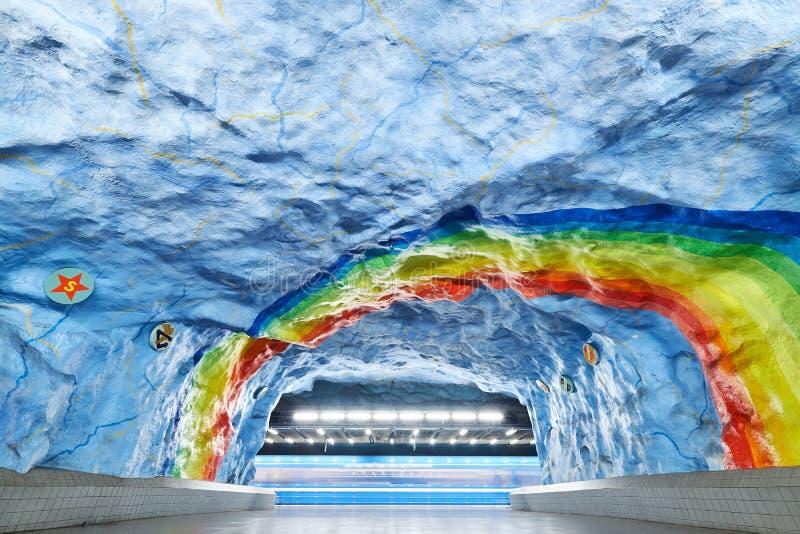 STOCKHOLM SVERIGE - December 12, 2017: Den Stadion stationen är en hedersgåva till OS:en, som vars värd i Sverige i 1912 royaltyfria foton