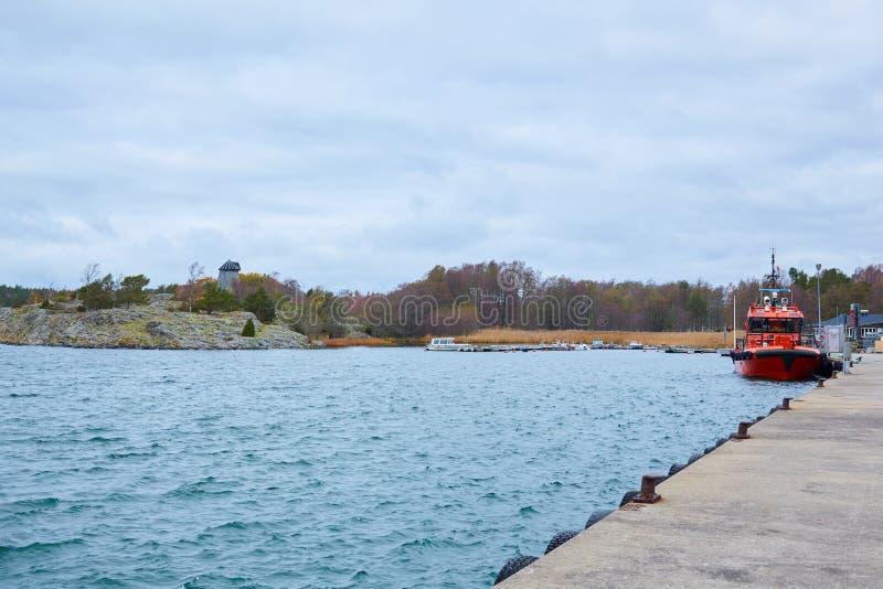 Stockholm Sverige - November 3, 2018: Kust- säkerhets-, bärgning- och räddningsaktionfartyg royaltyfria bilder