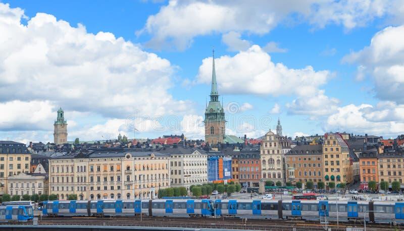 Stockholm, Zweden - Augustus 18, 2014 - Toneel de zomerpanorama van de Oude Stad (Gamla Stan) in Stockholm, Zweden royalty-vrije stock fotografie