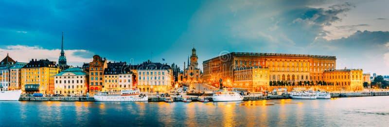 Stockholm, Zweden, Dijk in Oud Deel van Stockholm bij de Zomer royalty-vrije stock afbeeldingen