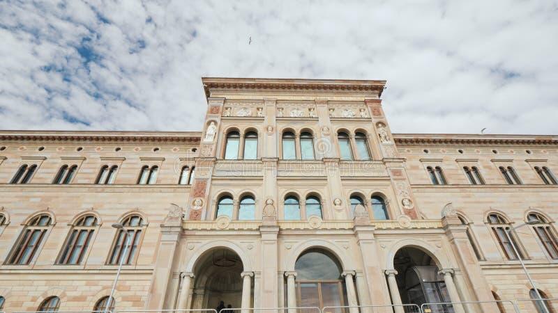 Stockholm, Zweden, Juli 2018: De bouw van het Nationale Museum van Zweden is het grootste museum van Zweden ` s van beeldende kun royalty-vrije stock foto's