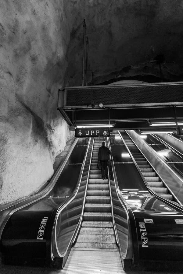 STOCKHOLM, ZWEDEN - 22 van Mei, 2014 Ondergrondse metro van Stockholm post t-Centralen - één van de mooiste metro post, stock foto