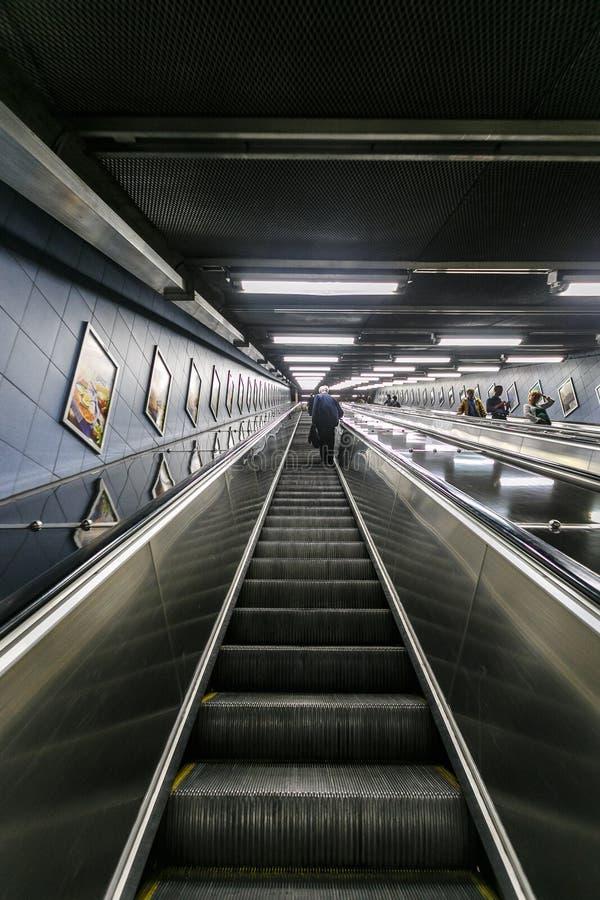 STOCKHOLM, ZWEDEN - 22 van Mei, 2014 Ondergrondse metro van Stockholm post t-Centralen - één van de mooiste metro post, stock foto's
