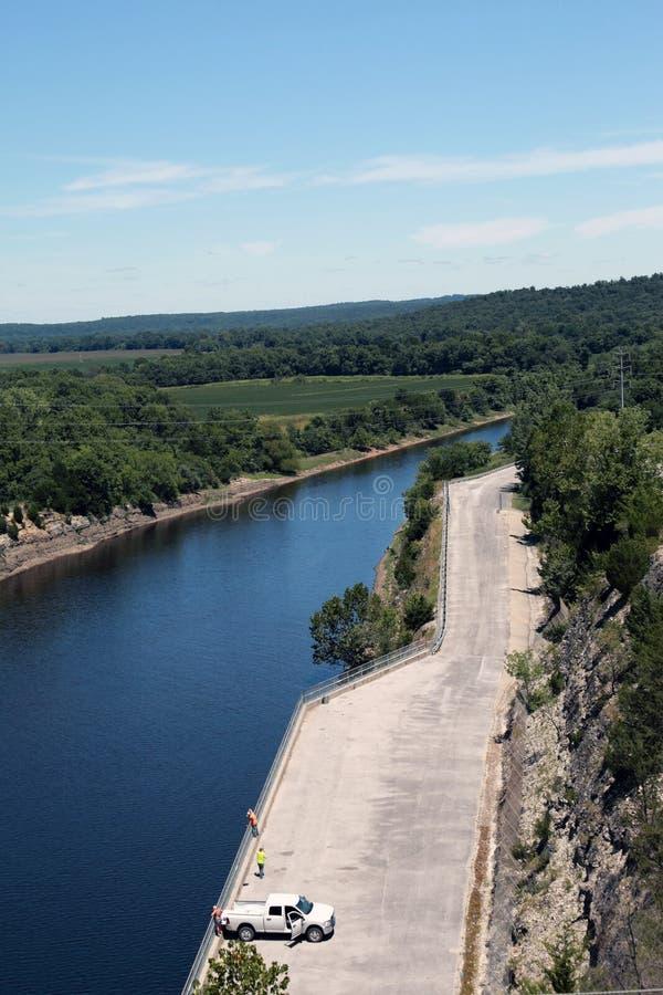 Stockton-Reservoir-Verdammungsabflusskanal stockfoto