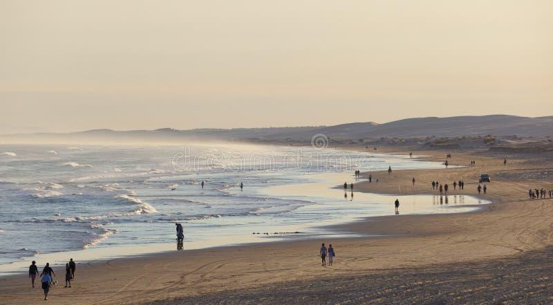Stockton strand för solnedgång. Anna Bay. Australien. royaltyfria bilder