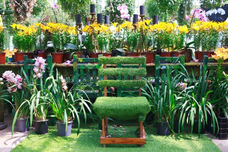 Download Stoel in een tuin stock afbeelding. Afbeelding bestaande uit platteland - 39117273