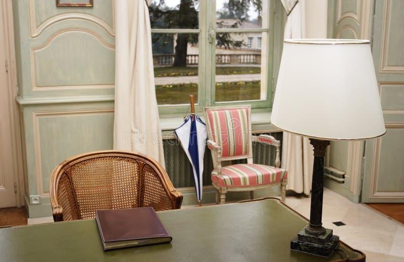 Stoel en de lijst in retro stijl royalty-vrije stock afbeeldingen