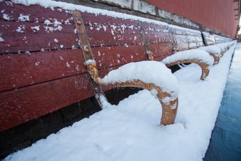 Stoel na sneeuw stock foto's