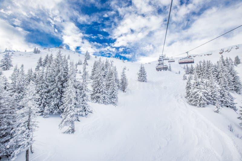Stoellift in Tyrolian-Alpen in Kitzbuhel, Oostenrijk, Europa royalty-vrije stock afbeelding
