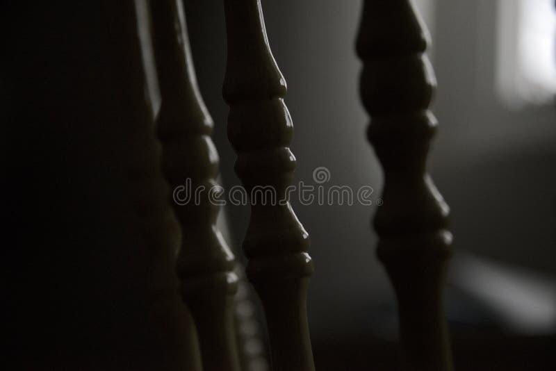 Stoelposten met achterverlichting stock fotografie