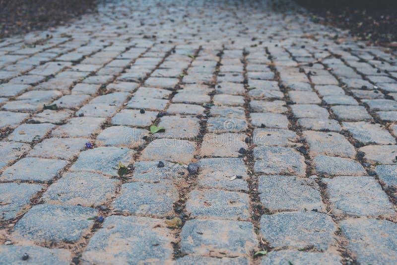 Stoep - de straat of de weg van de keibestrating stock foto