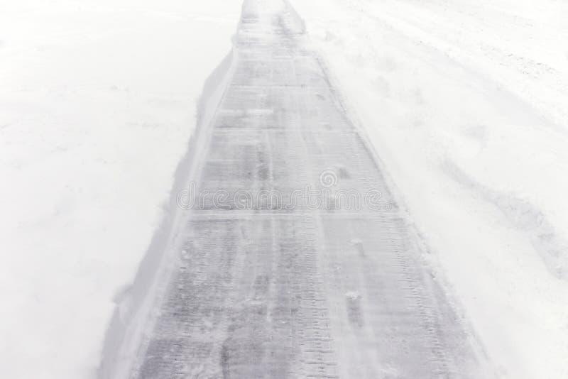 Stoep van sneeuw voor veiligheid tijdens behandeld die de winteronweer wordt ontruimd, stock afbeeldingen