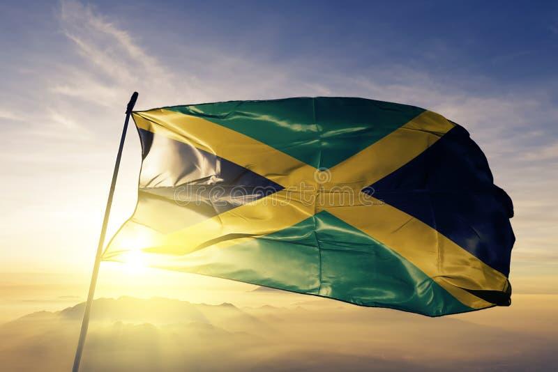 Stof die van de de vlag textieldoek van Jamaïca de nationale op de bovenkant golven royalty-vrije illustratie