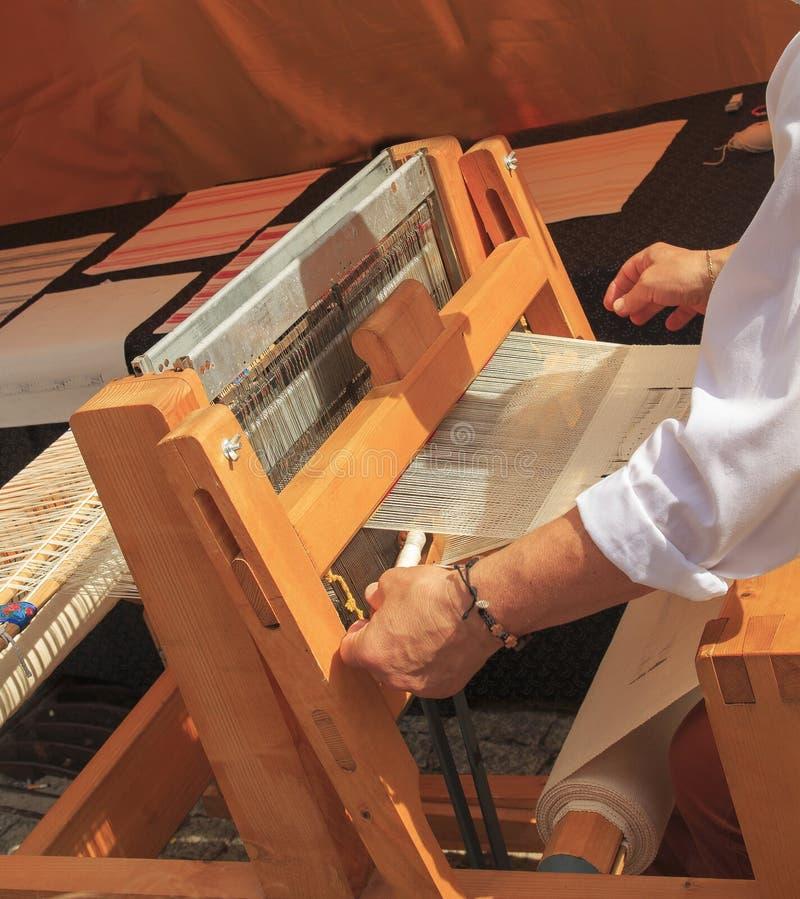 Stoffen met de hand gemaakte machine Het weefgetouw voor maakt zijde homespun royalty-vrije stock fotografie