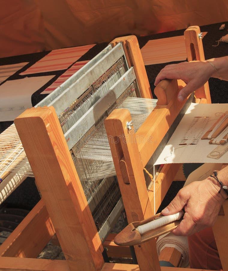 Stoffen met de hand gemaakte machine Het weefgetouw voor maakt zijde homespun royalty-vrije stock foto's
