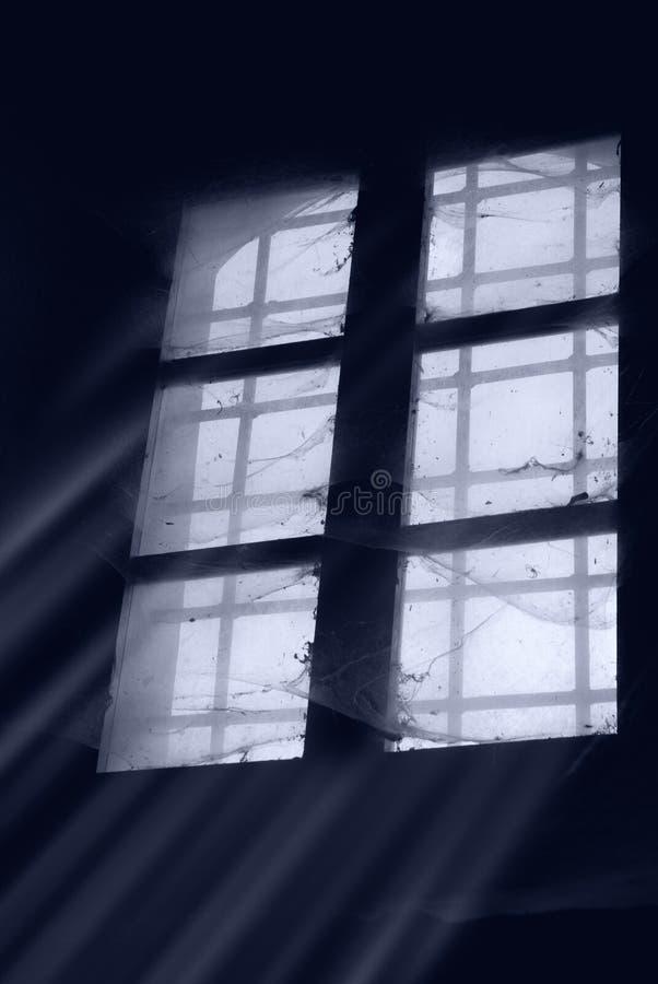 Stoffig oud venster royalty-vrije stock afbeeldingen