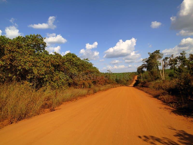 Stoffige weg in Kambodja royalty-vrije stock fotografie