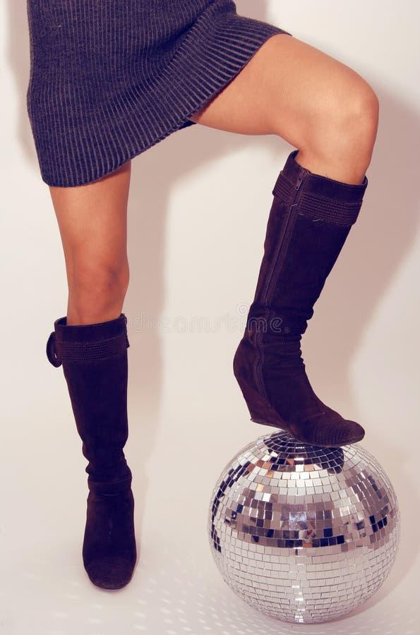 stoi glitterball kobiety. fotografia stock